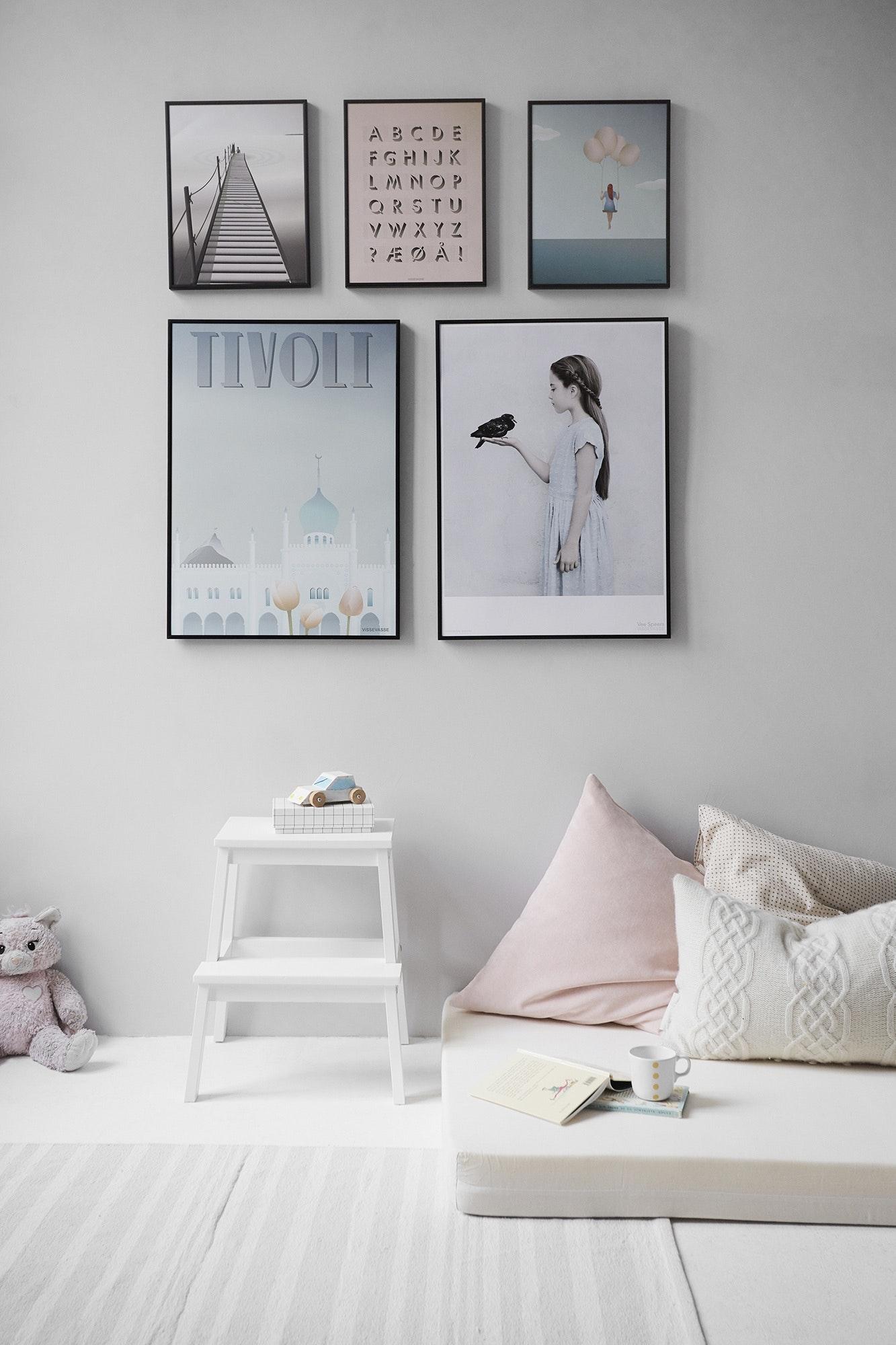 Pastelkleuren in de kinderkamer. Dit zorgt voor een mooi en rustig interieur. Pastelblauw, pastelroze en pastelgrijs passen mooi samen.