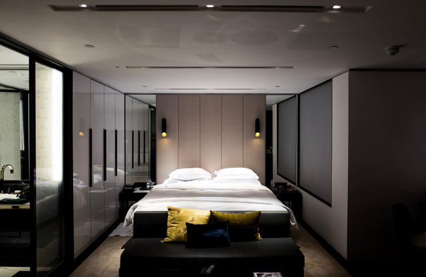 Slaapkamer inspiratie een donkere, strakke slaapkamer