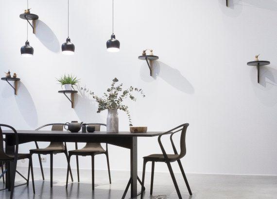 Urban Modern interieur grijze gietvloer met witte wand